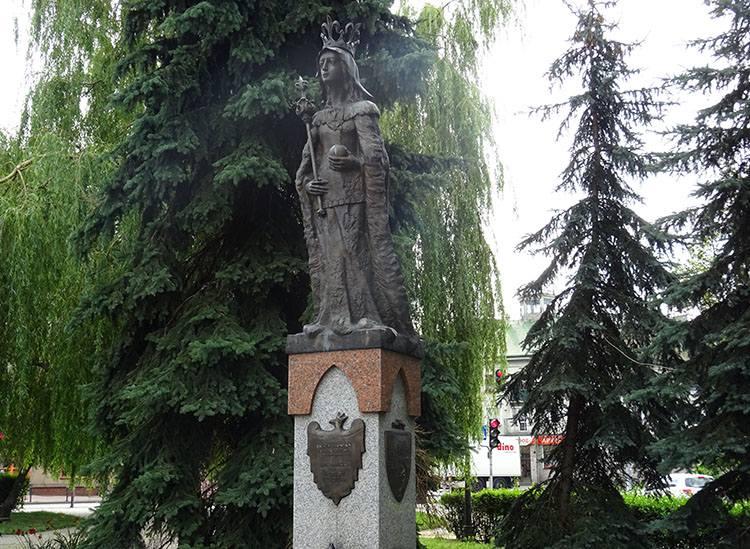 pomnik święta Jadwiga-Andegaweńska park Radomsko ciekawostki atrakcje zabytki