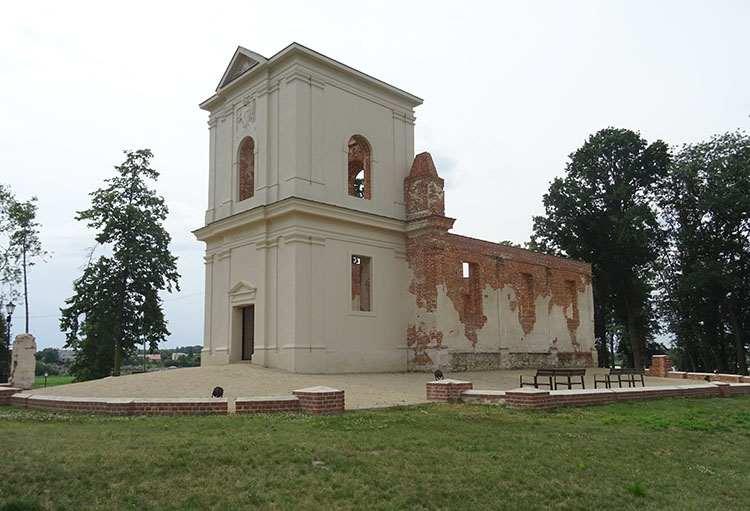 ruina zbór ariański Piaski ciekawostki zabytki Kościelec