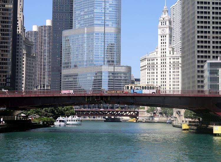 wieżowce rzeka Chicago Illinois USA atrakcje ciekawostki