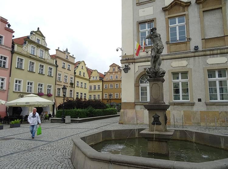 Neptun fontanna stare miasto Jelenia Góra ciekawostki atrakcje zabytki