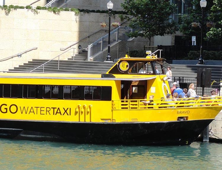 Water Taxi wieżowce Chicago ciekawostki atrakcje