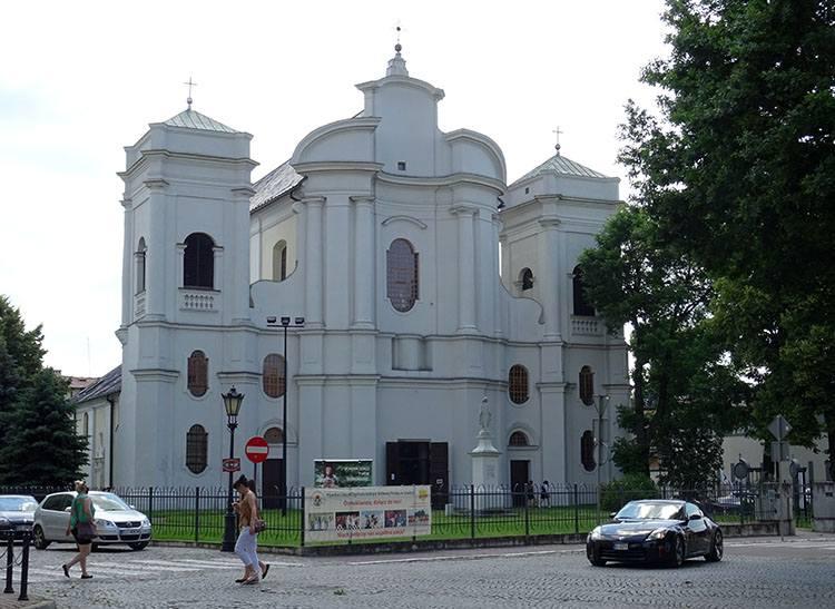 kościół Matki Bożej Łaskawej Łowicz ciekawostki atrakcje zabytki