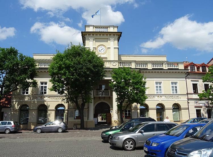 rynek ratusz w Łowiczu atrakcje zabytki co zobaczyć